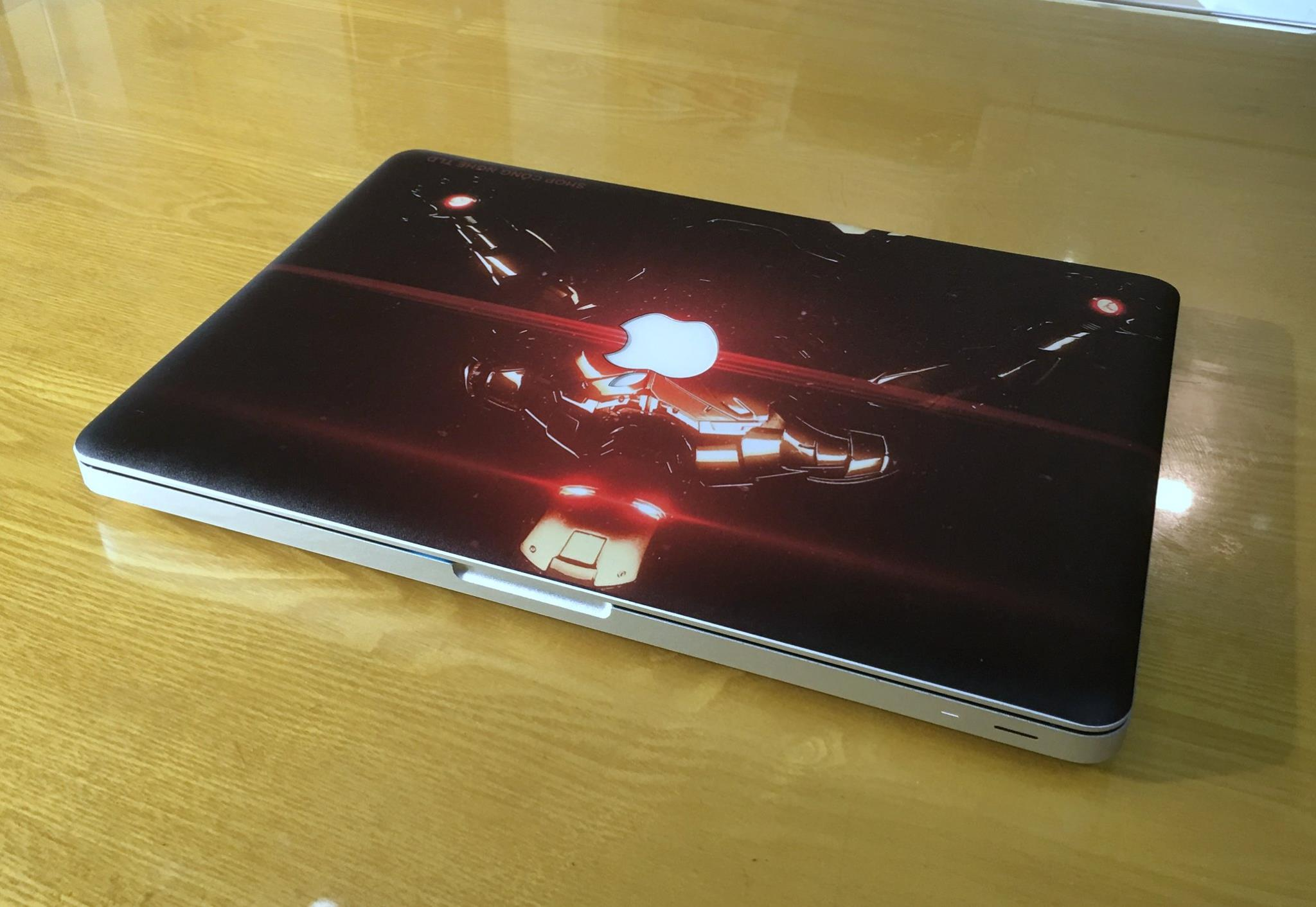 Macbook Pro MC700 Iron Man-1.jpg