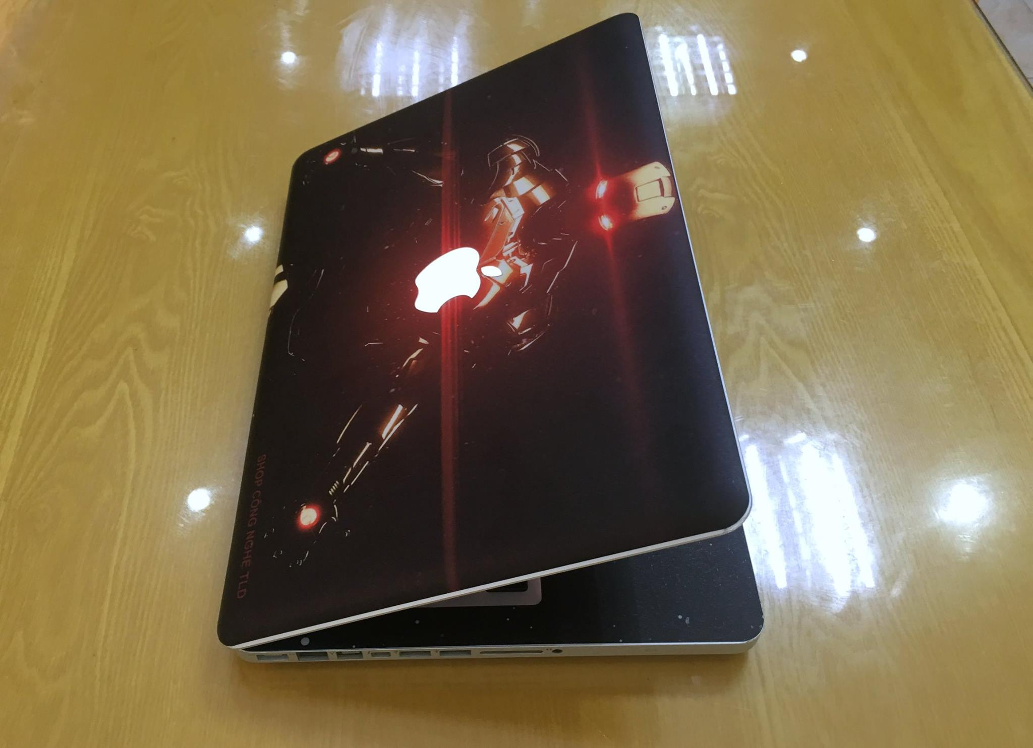 Macbook Pro MC700 Iron Man-7.jpg