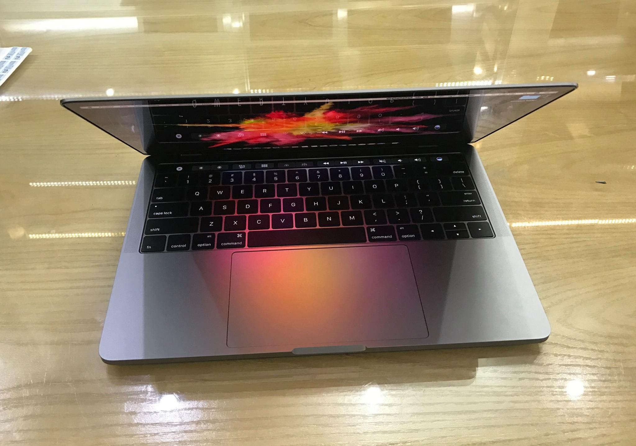 MacBook Pro 13in Touch Bar MNQF2-88.jpg