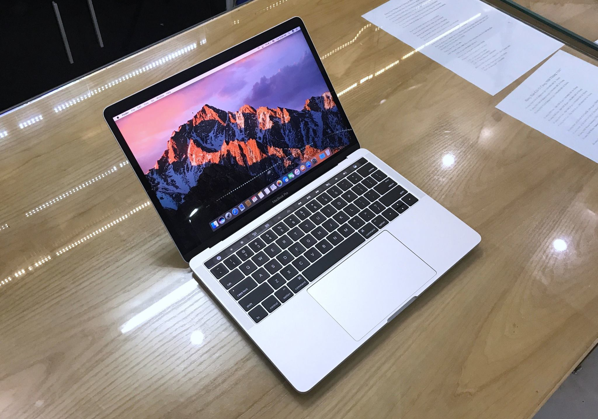 Macbook Pro Retina TOUCH BAR 13 BOT Core i7 3,3Ghz Ram 16GB.jpg