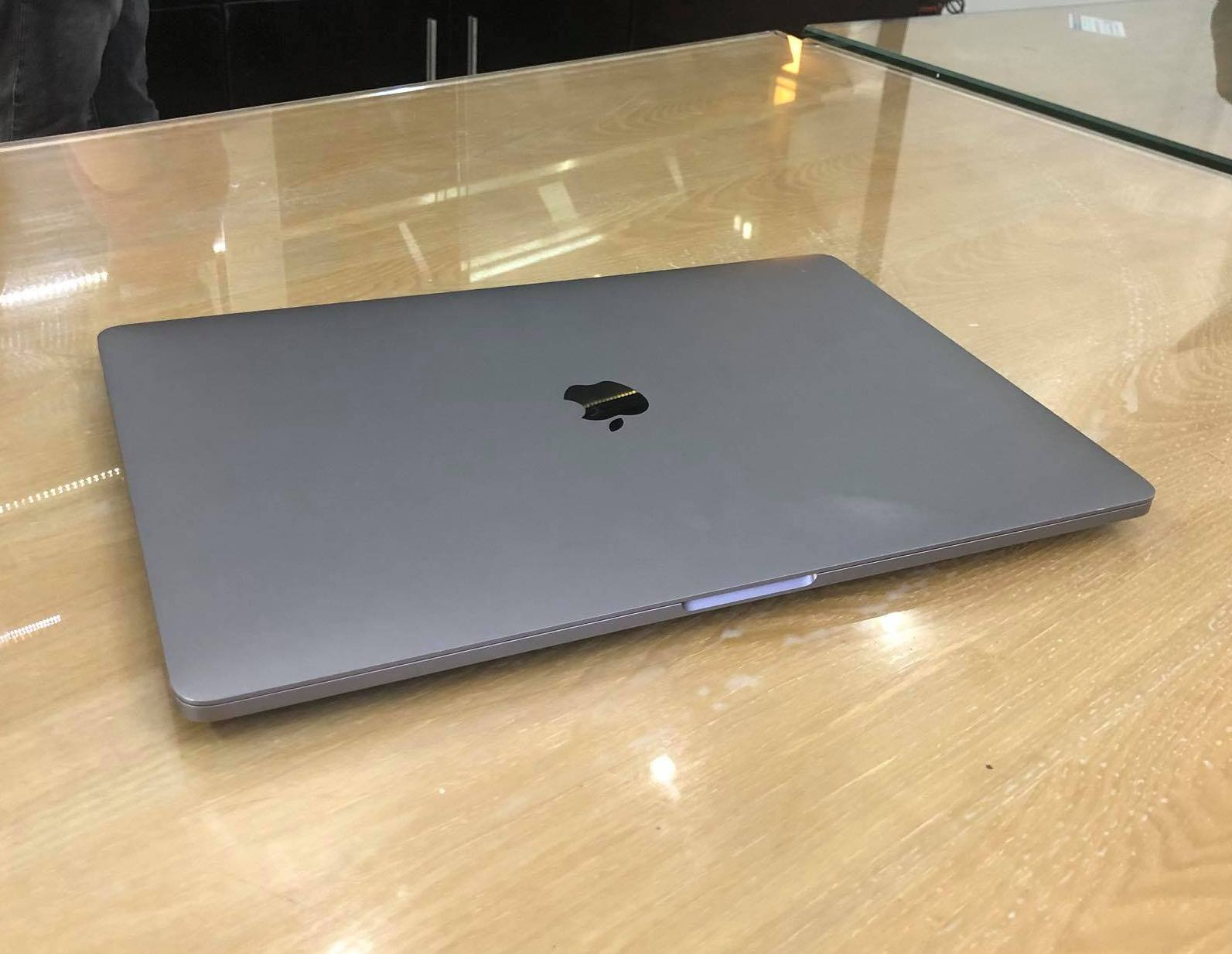MACBOOK PRO TOUCH MPTT2 15 INCH BOT-1.jpg