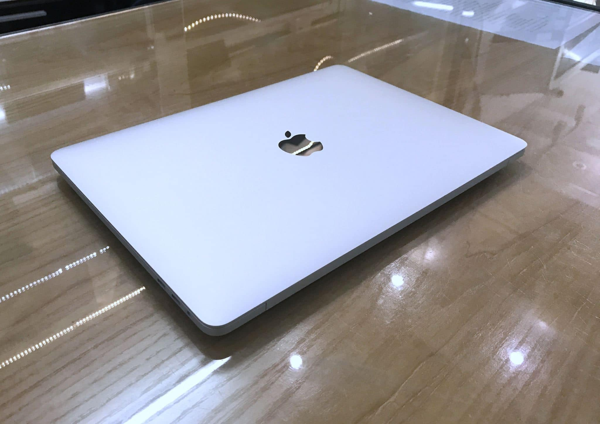 Macbook Pro MUHR2 13-inch Touchbar 256G Silver- 2019 Like New -1.jpg