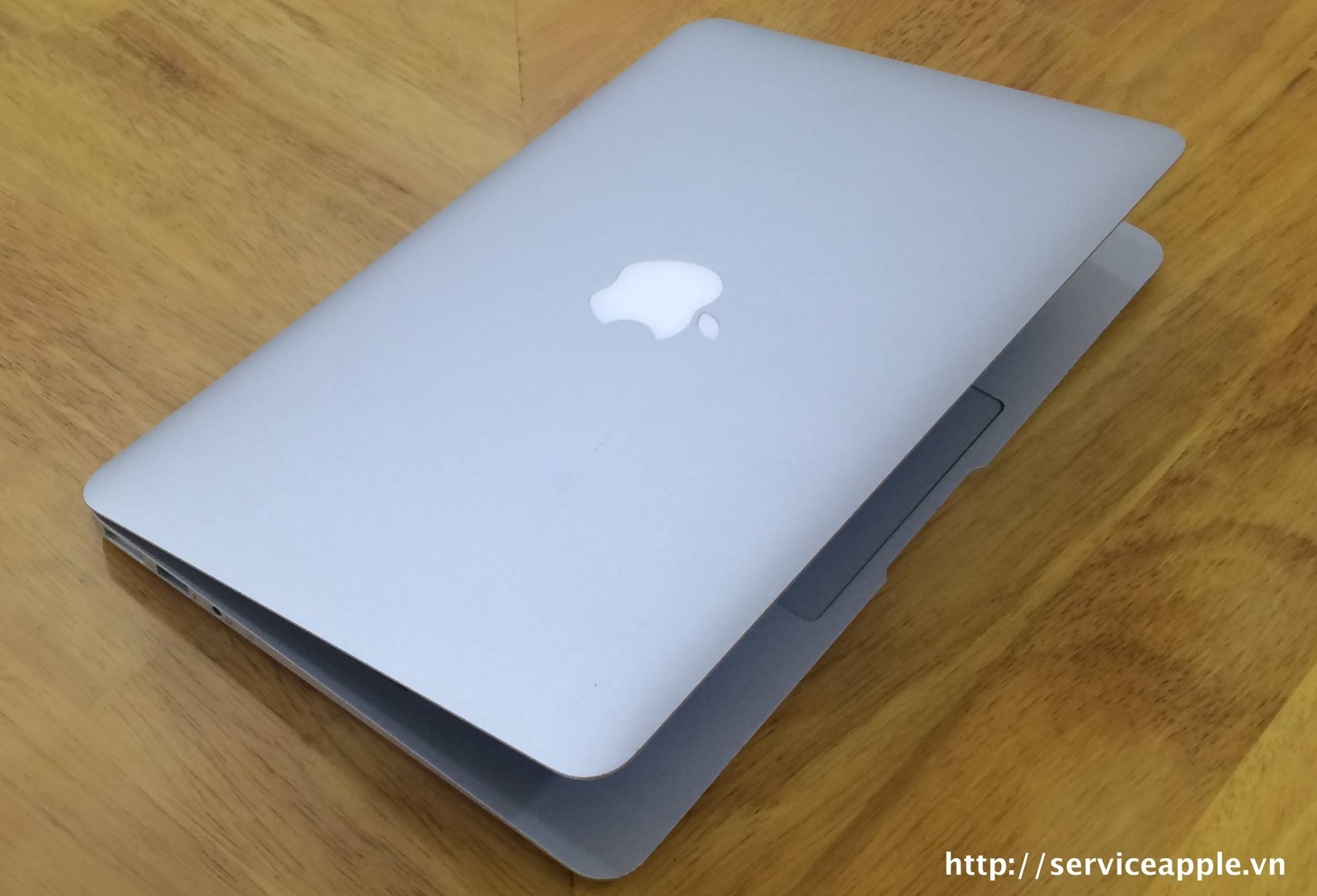 macbook air a1465 md223.jpg