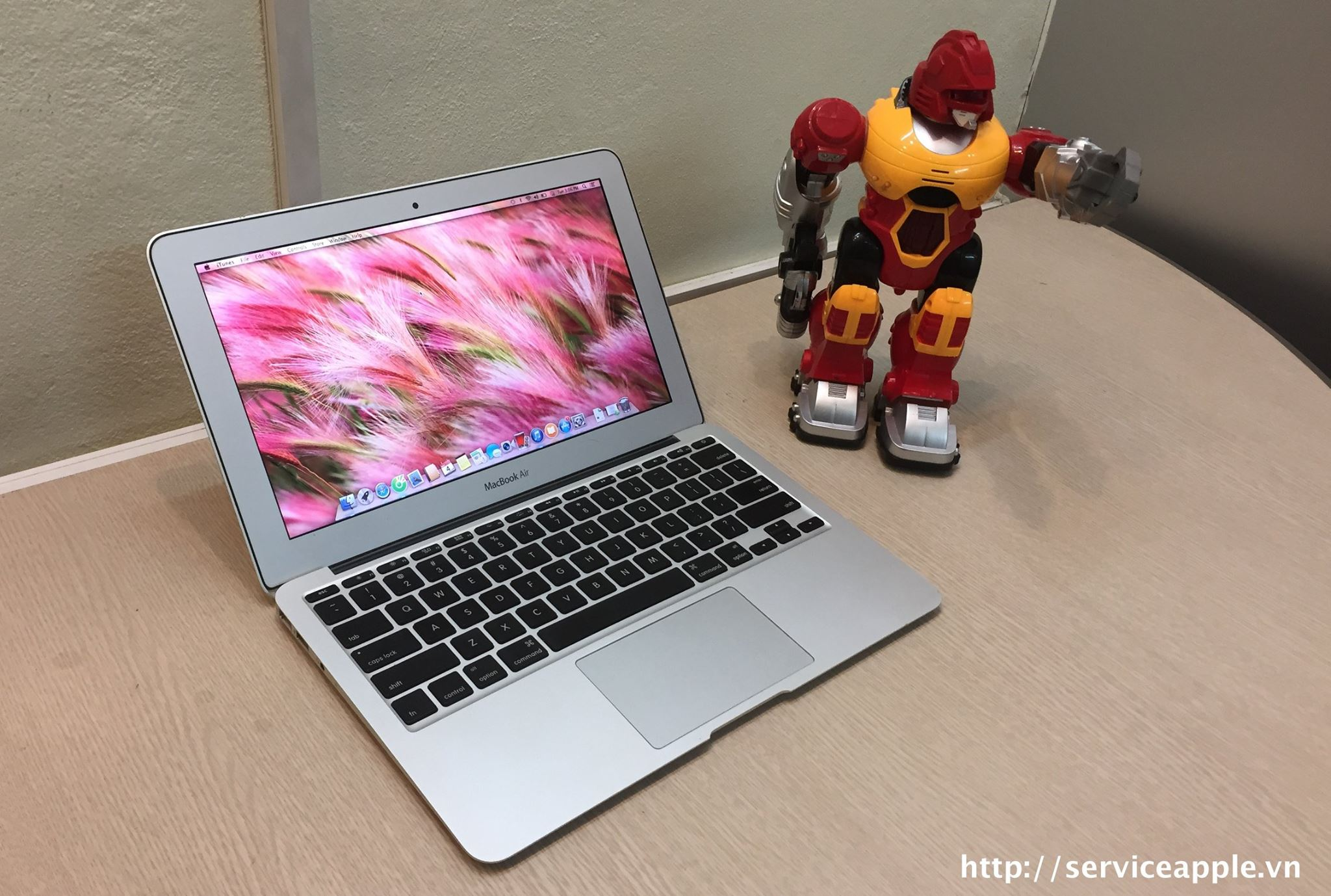 Macbook Air MC968 .jpg