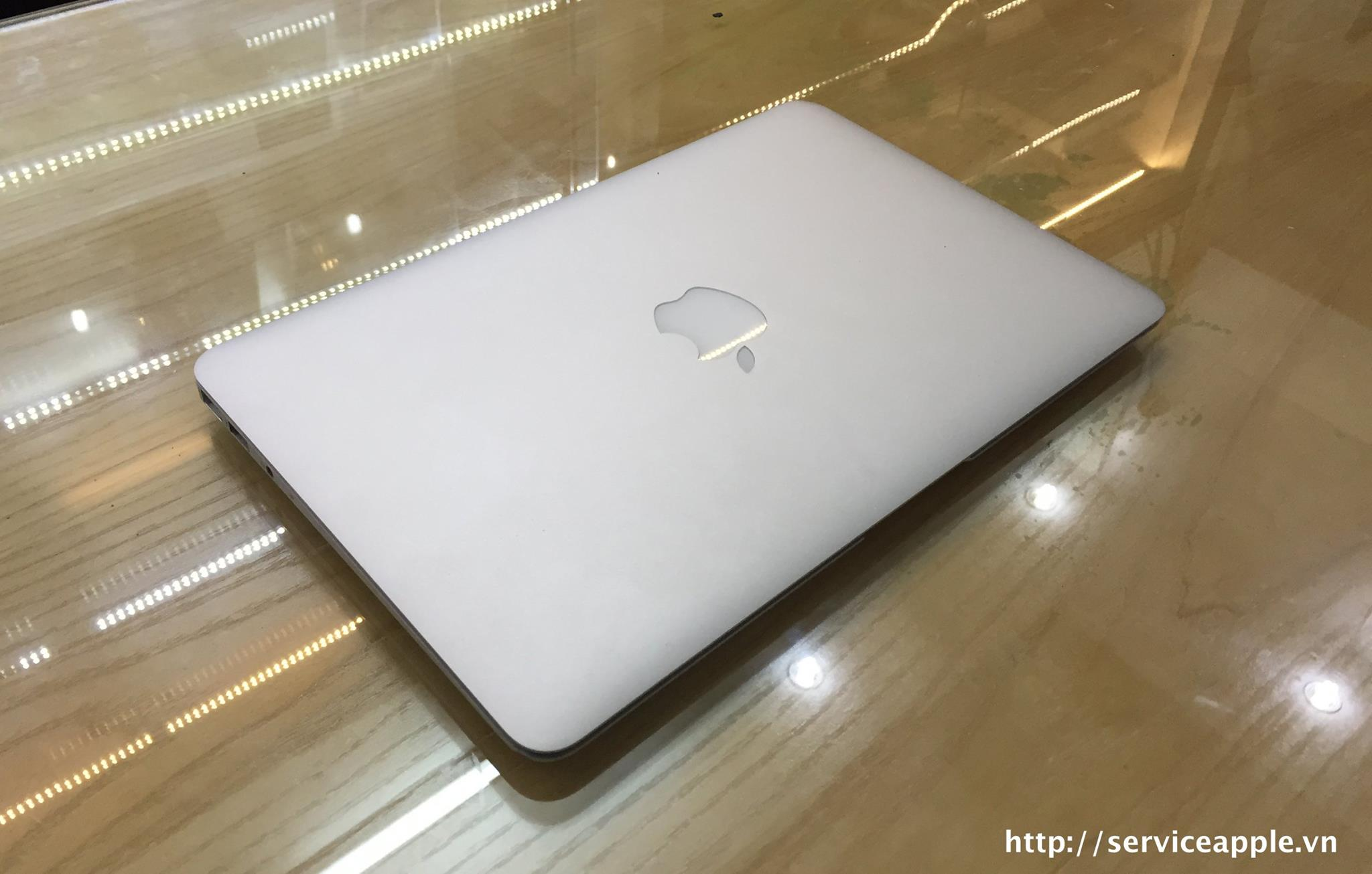 Macbook Air MD 712B.jpg