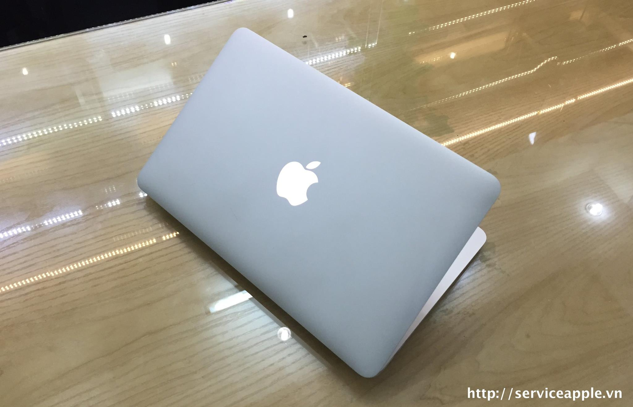 Macbook Air MD 712B_2.jpg