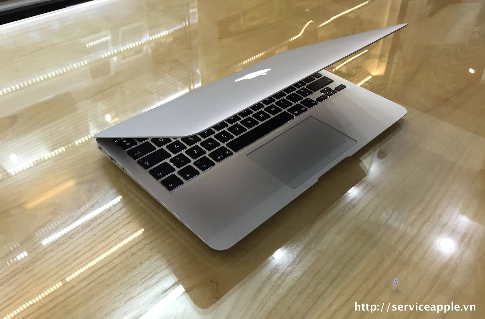 Macbook Air MD 712B_3.jpg