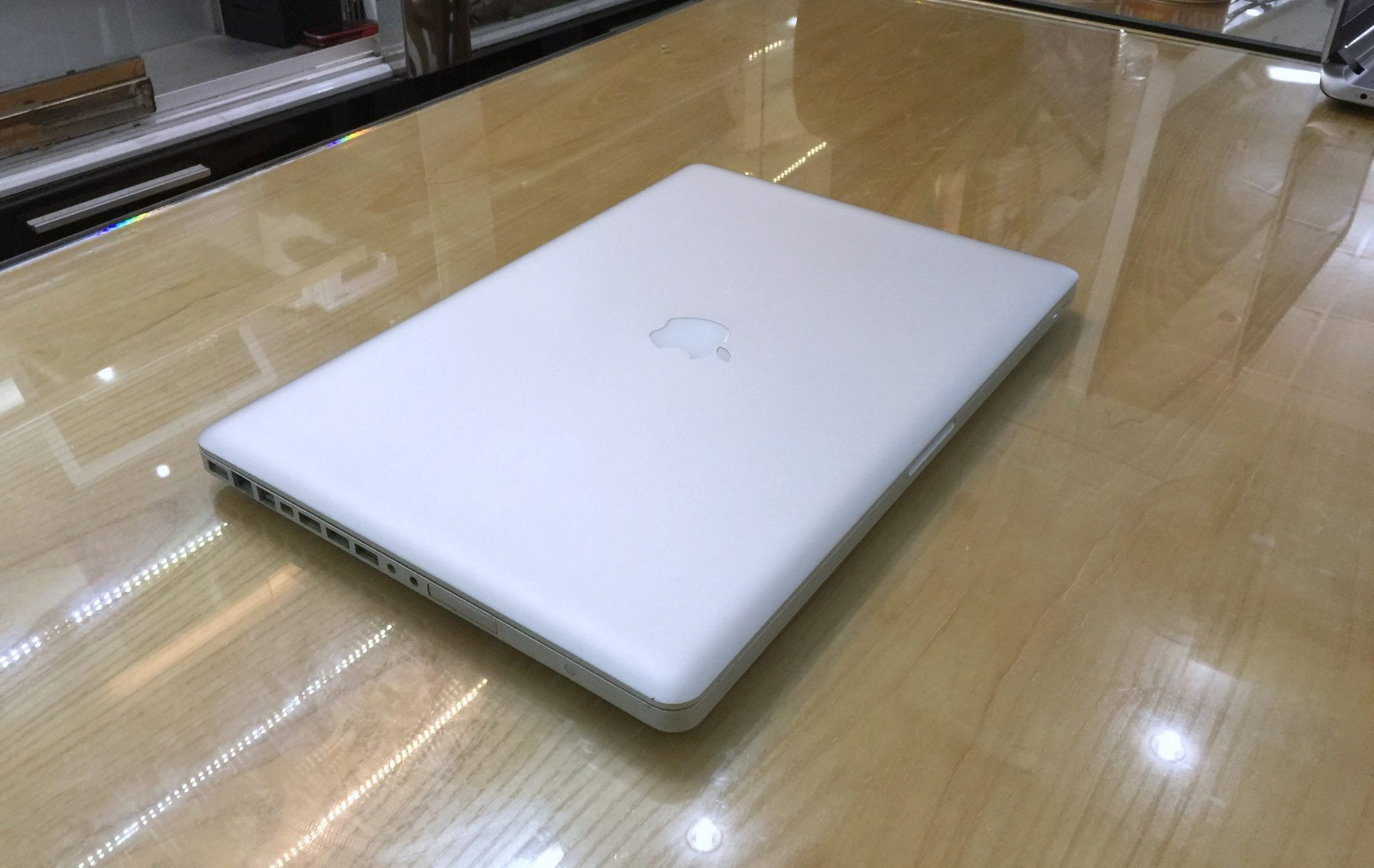 Macbook Pro MC024-5.jpg