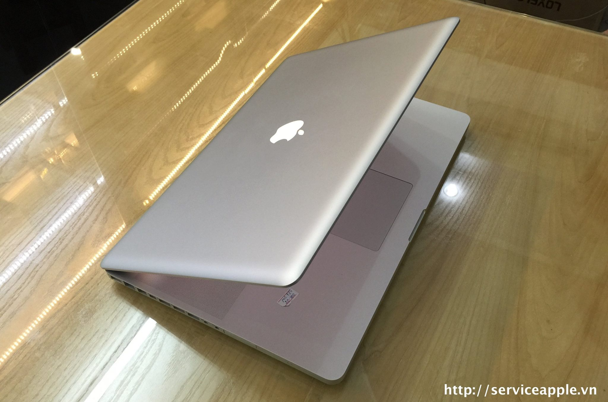 macbook pro mc725.jpg