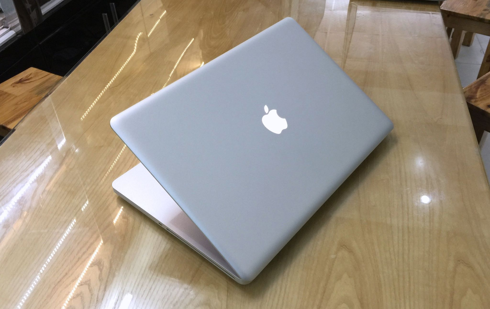 Macbook Pro MC024-9.jpg